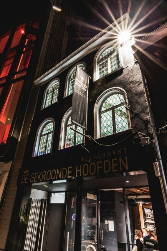 De Gekroonde Hoofden -  'The place to be' om ribbetjes te eten in een historische setting'